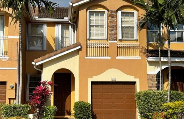1028 NW 102nd Pl - 1028 NW 102nd Pl, Fountainebleau, FL 33172