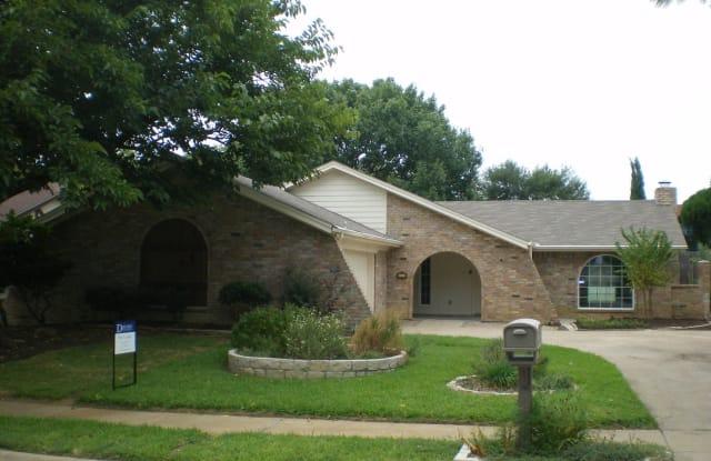 905 Spring Lake Dr. - 905 Spring Lake Drive, Bedford, TX 76021