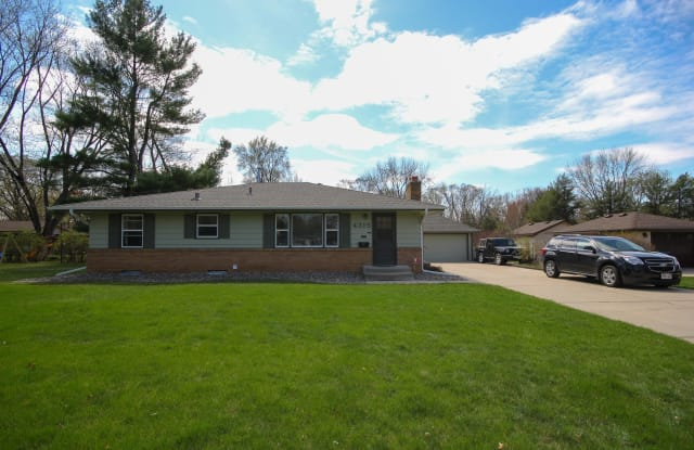 4315 W 109th St - 4315 West 109th Street, Bloomington, MN 55437