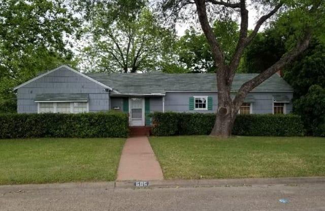 606 Bryson St - 606 Bryson Street, Waxahachie, TX 75165