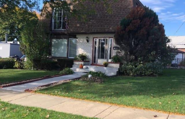 8814 Oak Park Ave garden - 8814 Oak Park Avenue, Morton Grove, IL 60053