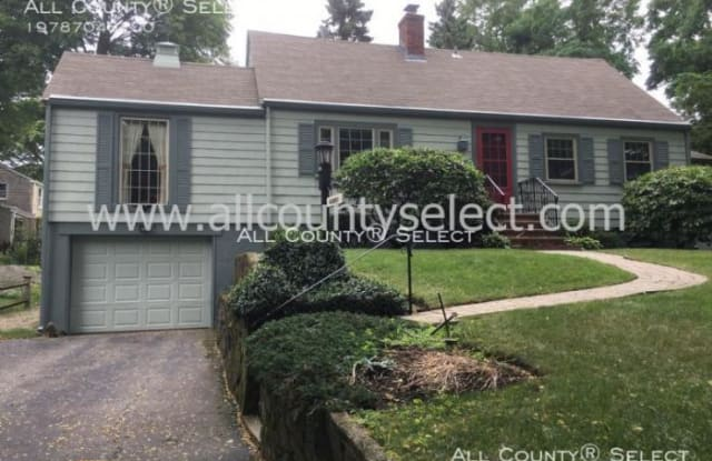 279 West Shore Dr - 279 West Shore Drive, Marblehead, MA 01945