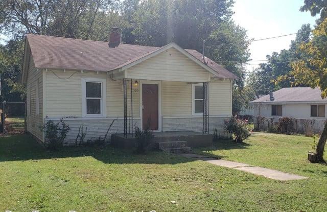 1020 E Livingston - 1020 East Livingston Street, Springfield, MO 65803