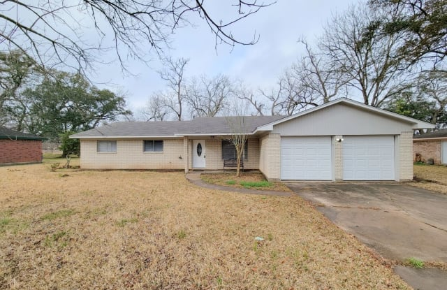 238 Sleepy Hollow Dr. - 238 Sleepy Hollow Drive, Lake Jackson, TX 77566
