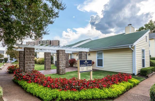 Poplar Place Townhomes - 1669 Randolph Pl, Memphis, TN 38120