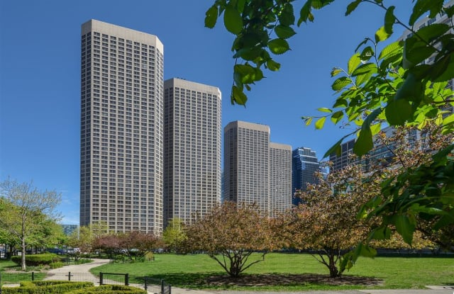 Presidential Towers - 555 West Madison, Chicago, IL 60661