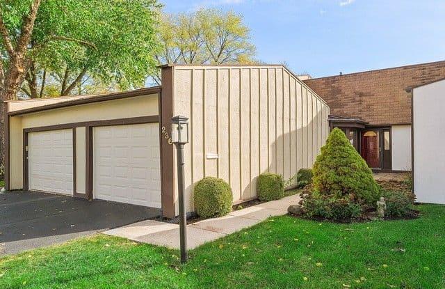 236 Cascade Drive - 236 Cascade Drive, Indian Head Park, IL 60525