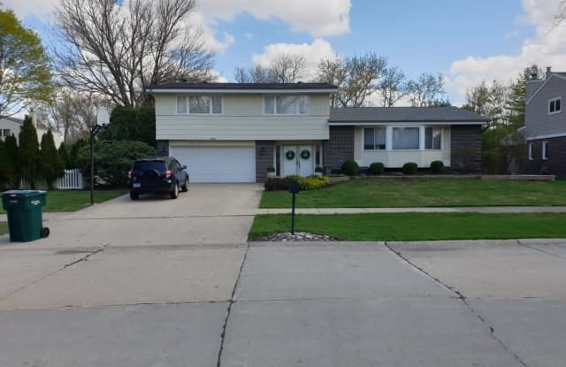 1949 Clover Road - 1949 Clover Road, Northbrook, IL 60062