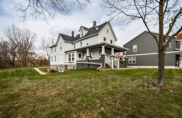 1767 Knapp St NE 3 - 1767 Knapp Street Northeast, Grand Rapids, MI 49505