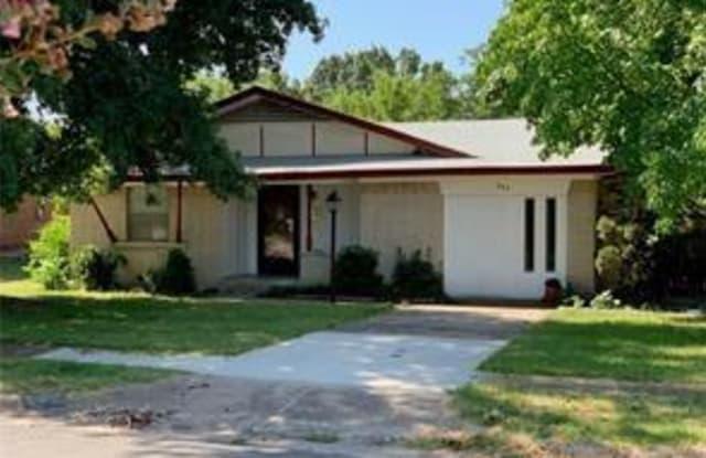 202 Gardenia Circle - 202 Gardenia Circle, Duncanville, TX 75137