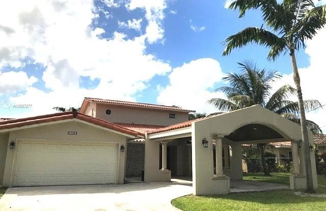 5440 SW 82nd Ave - 5440 Southwest 82nd Avenue, Olympia Heights, FL 33155