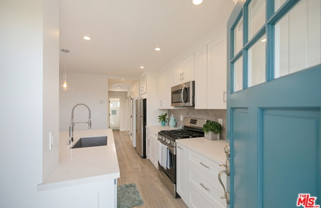 1566 Glenneyre St - 1566 Glenneyre Street, Laguna Beach, CA 92651