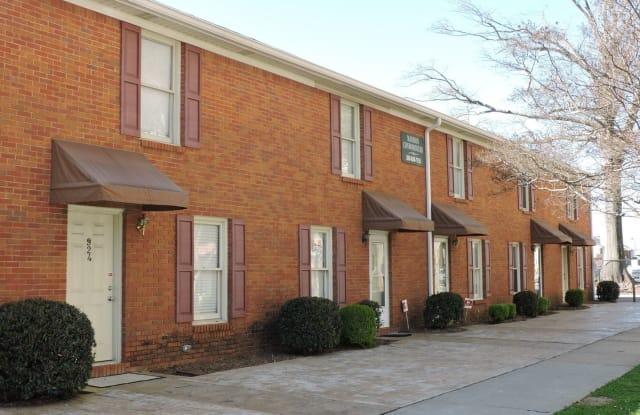 922 Wallace Wade Avenue - 922 Wallace Wade Avenue, Tuscaloosa, AL 35401