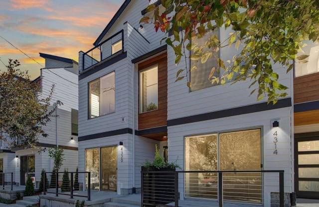 945 N Skidmore St - 945 North Skidmore Street, Portland, OR 97217