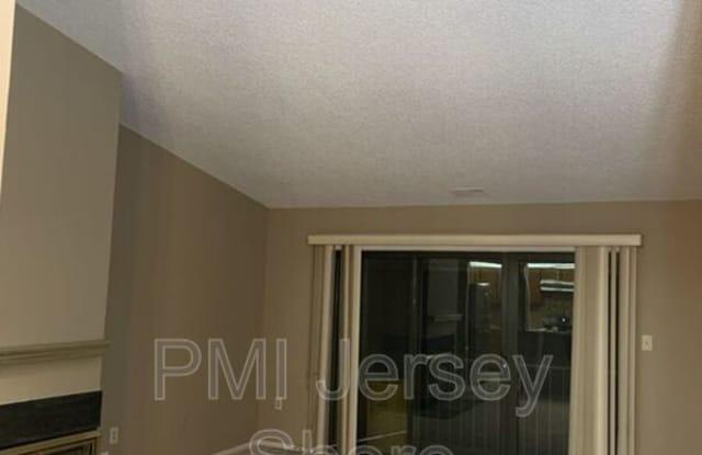 498 Danbury Lane - 498 Danbury Lane, Middlesex County, NJ 08816