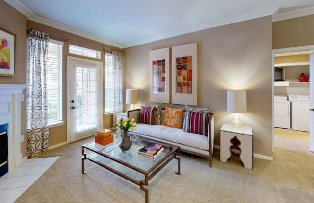 Tuscany Apartments - 1100 Bering Dr, Houston, TX 77057