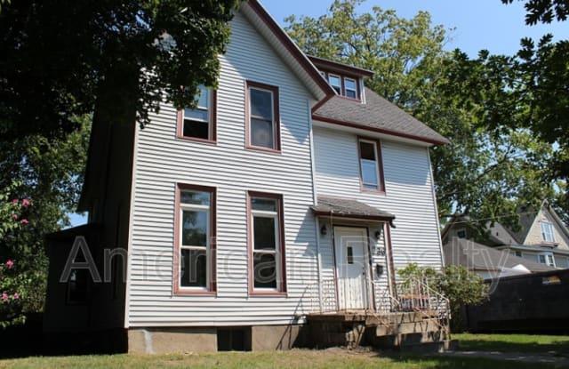 236 Hampton Ave SE - 236 Hampton Avenue Southeast, Grand Rapids, MI 49506