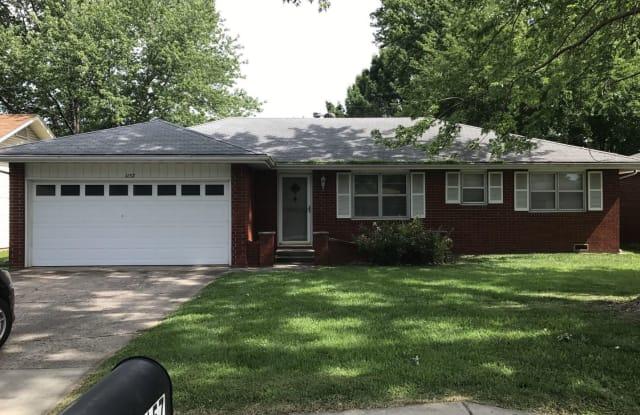 1157 E. Rosebrier - 1157 East Rosebrier Street, Springfield, MO 65807