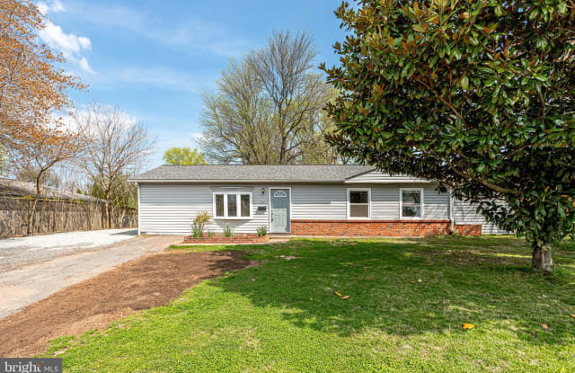 302 W HOLLY AVENUE - 302 West Holly Avenue, Sterling, VA 20164