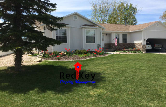 613 Country Clb - 613 Country Club, Stansbury Park, UT 84074
