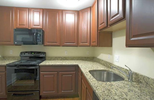 Summit Ridge Luxury Apartments - 333 River Dr, Allentown, PA 18109