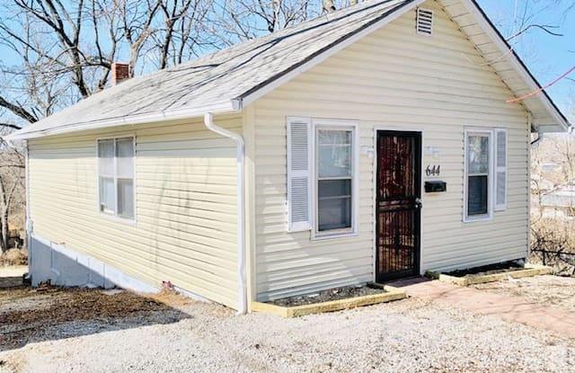 644 Lewis Ave - 644 Lewis Avenue, Kansas City, MO 64125
