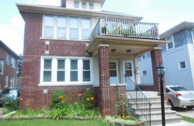 1250 Beaconsfield - 1250 Beaconsfield Ave, Grosse Pointe Park, MI 48230