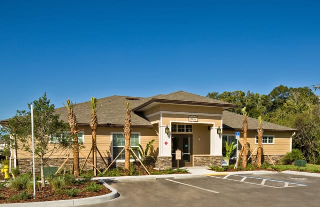 Oakwood Apartments - 6720 15th St E, Sarasota, FL 34243
