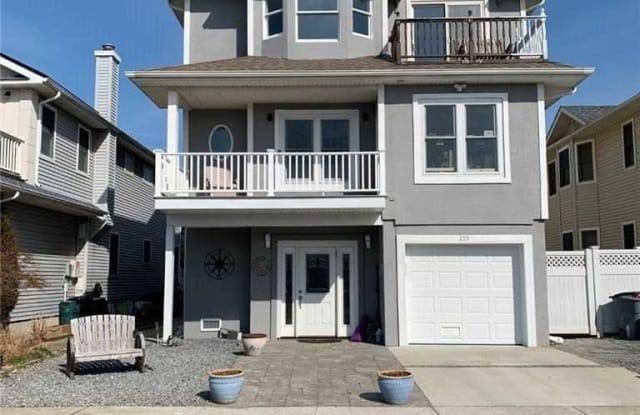 255 W Pine Street - 255 West Pine Street, Long Beach, NY 11561