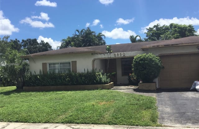 8850 NW 5th St - 8850 NW 5th St, Pembroke Pines, FL 33024