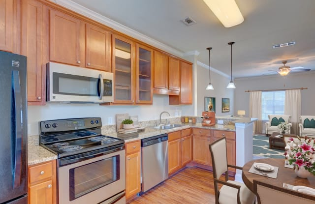 Monticello Oaks Townhomes - 150 Boland St, Fort Worth, TX 76107