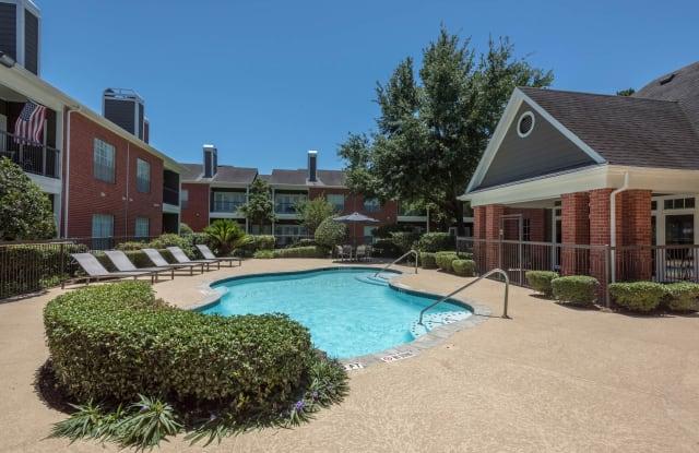 Easton Village - 8550 Easton Commons Dr, Houston, TX 77095
