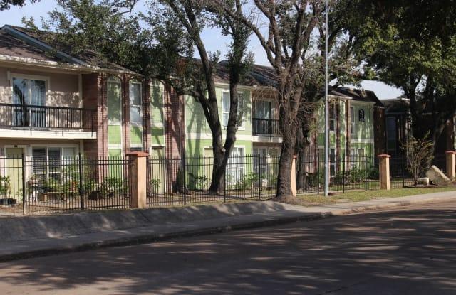 Casa Verde - 2 Goodson Dr, Houston, TX 77060