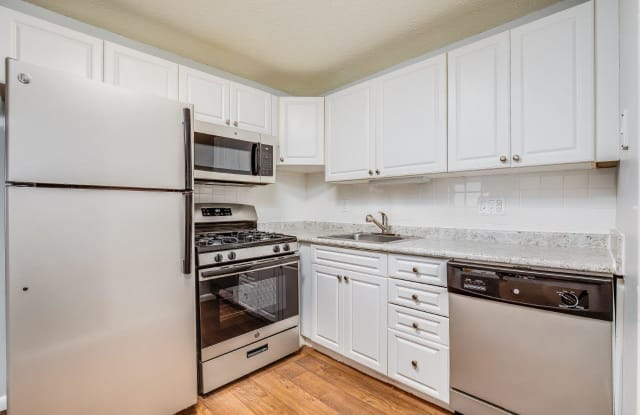 Ashford Crossing - 22 Yorkshire Ter, Worcester County, MA 01545