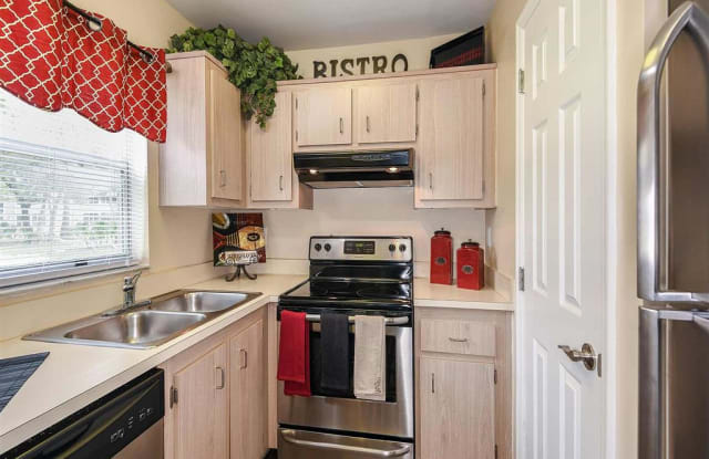 Woodhaven Apartment Homes - 1913 Woodhaven Cir, Rockledge, FL 32955