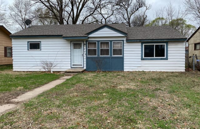 209 S Trout Ave - 209 Trout Avenue, Haysville, KS 67060