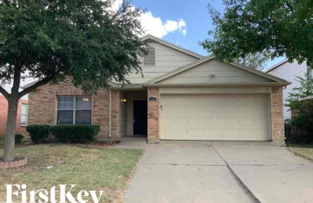 208 Amber Ridge Drive - 208 Amber Ridge Drive, Arlington, TX 76002