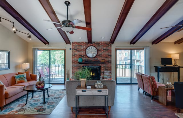 Westchester Square - 5528 Meredith Dr, Des Moines, IA 50310