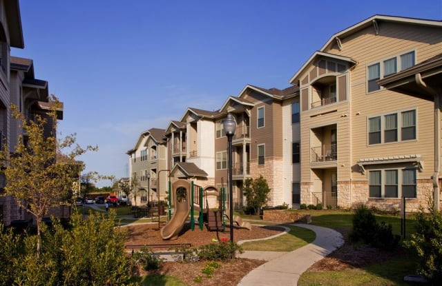 Woodmont - 1021 Oak Grove Rd, Fort Worth, TX 76115