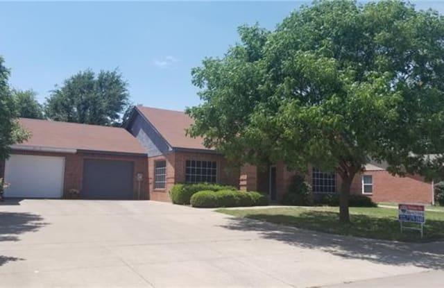 421 Oak Street - 421 Oak Street, Burleson, TX 76028