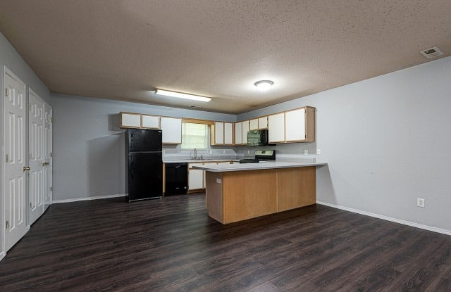 Town Square Apartments - 203 Rose Garden Lane, Bentonville, AR 72712