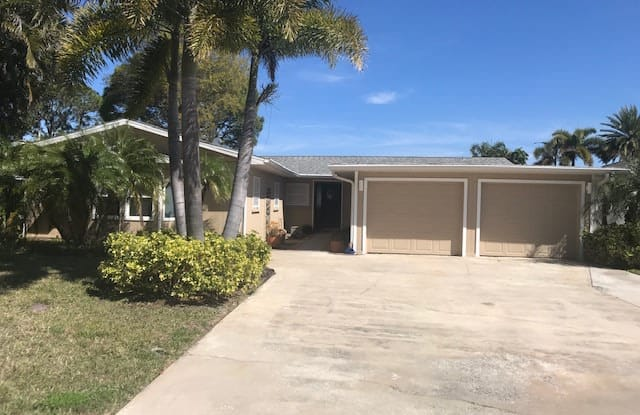 156 Carlyle Dr - 156 Carlyle Drive, Palm Harbor, FL 34683
