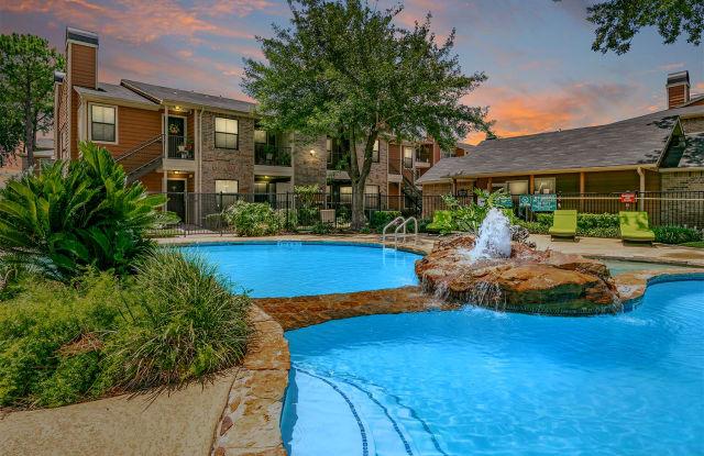 The Life at Grand Oaks - 5500 De Soto St, Houston, TX 77091