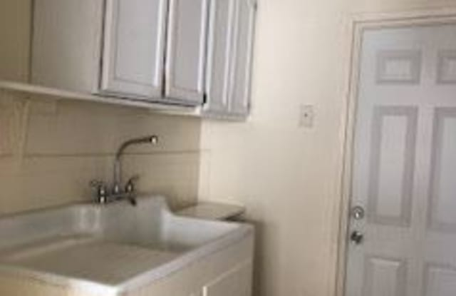 5723 Gage Ave Apt 5E - 5723 Gage Ave, Bell Gardens, CA 90201