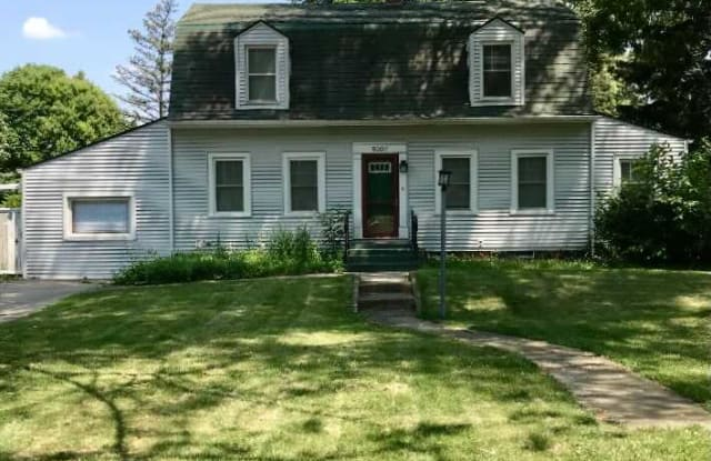 8307 Greenwood Ave - 8307 Greenwood Avenue, Munster, IN 46321