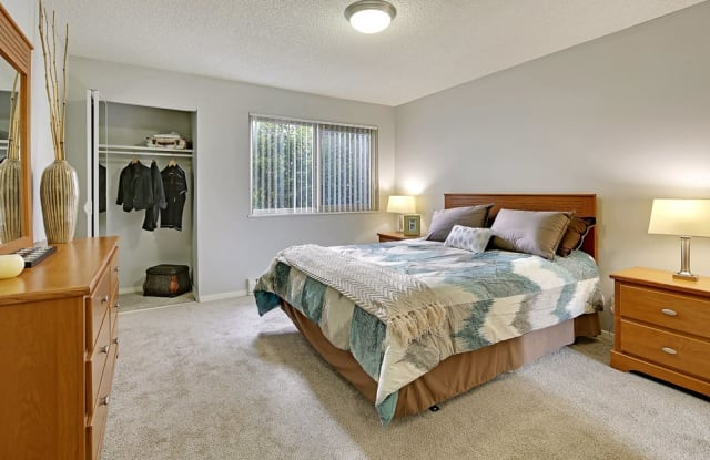 The Galleria Apartments - 10500 Meridian Ave N, Seattle, WA 98133