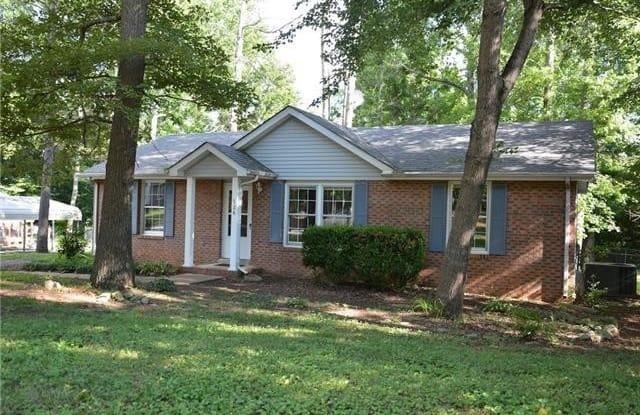 526 Mallory Dr - 526 Mallory Drive, Clarksville, TN 37042