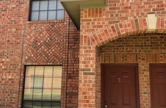 2204 N Carroll #2 - 2204 North Carroll Boulevard, Denton, TX 76201