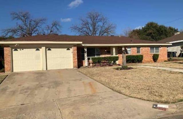 220 Hallbrook Drive - 220 Hallbrook Drive, Fort Worth, TX 76134