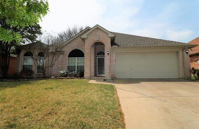 240 E Lynn Creek Drive - 240 East Lynn Creek Drive, Arlington, TX 76002